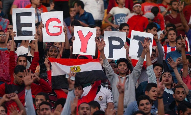 Egypt 'football fights' to the beat of patriotic songs